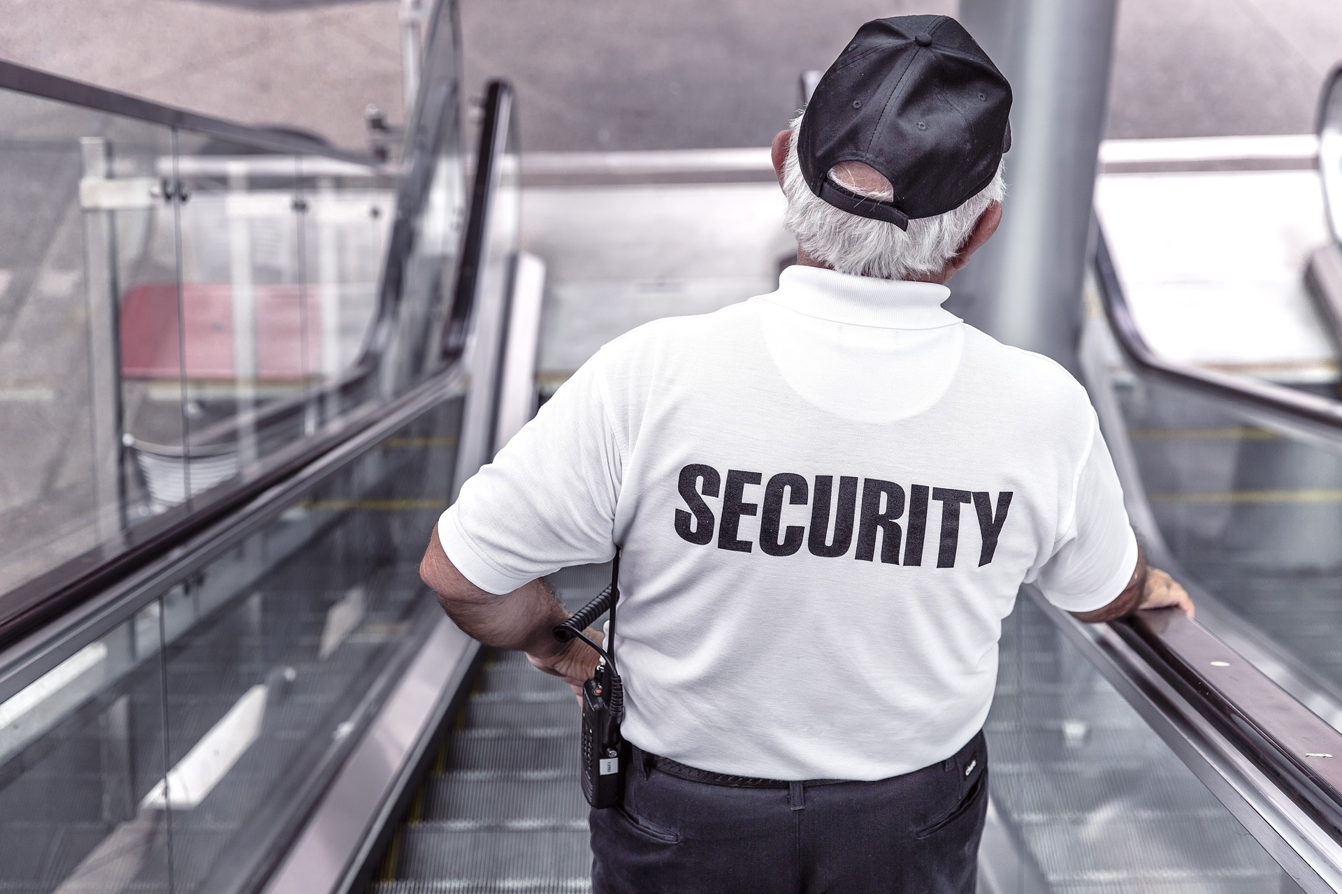 How to Choose a Good Security Guard Company?? Top Factors to Look For!!